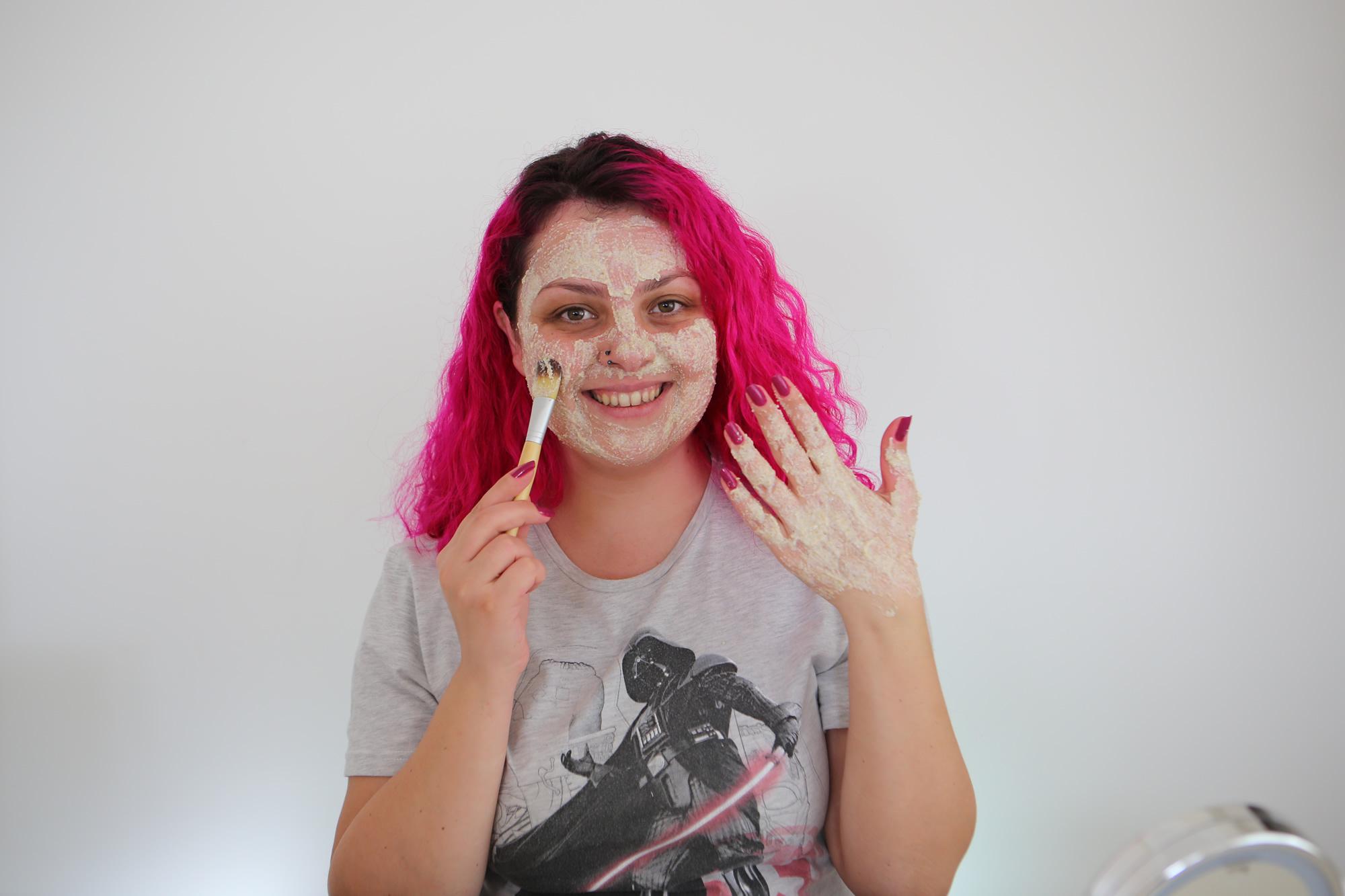 DIY – Kuru Ciltler için Nemlendirici Bakım Maskesi – Peeling Etkili